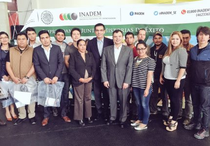 "Entregan ""Kit Emprendedor"" a beneficiarios del Programa Crédito Joven"